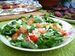 Recette de riz sauté avec une salade de crevettes