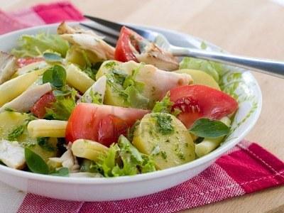 salade de pommes de terre aux haricots pour 4 personnes recette de salade com. Black Bedroom Furniture Sets. Home Design Ideas