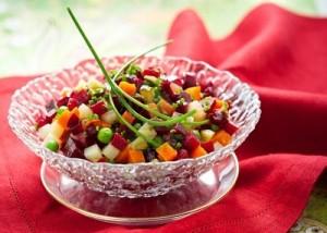 recette de salade à base de pommes de terre et betterave, concombre à la sauce aneth